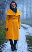 kabát žlutý